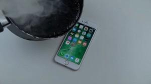 iPhone 6S'e Kaynayan Zift Dökerseniz Ne Olur?