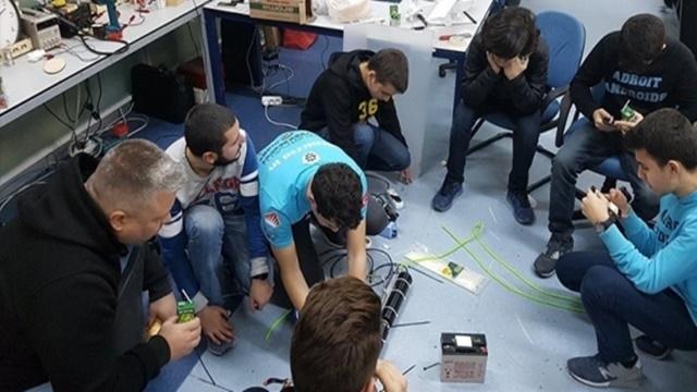 Kuyu'yu Kurtarmak İçin Robotik Kol Geliştiren Lise Öğrencilerine Stanford'dan Davet