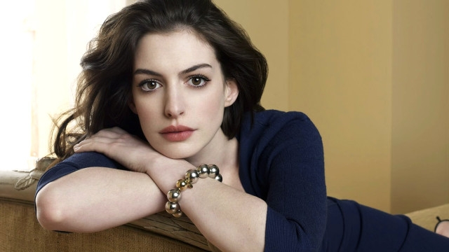 Anne hathaway one day chinese dress