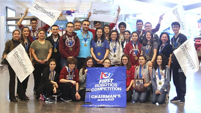 Darüşşafakalı Gençler ABD'deki Robot Yarışmasından Birincilikle Döndü!