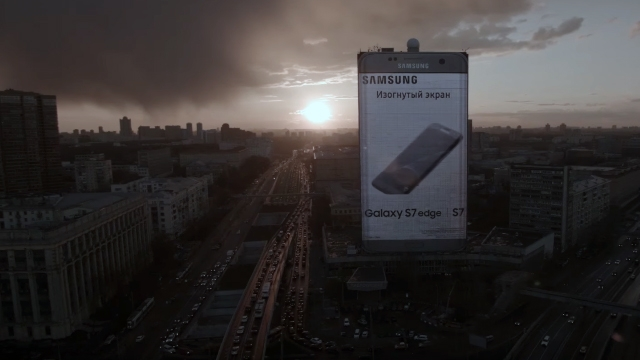 Samsung Moskova'nın Kalbine 80 Metrelik Galaxy S7 Edge Dikti