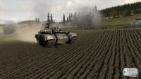 Tarlada ilerleyen bir tank